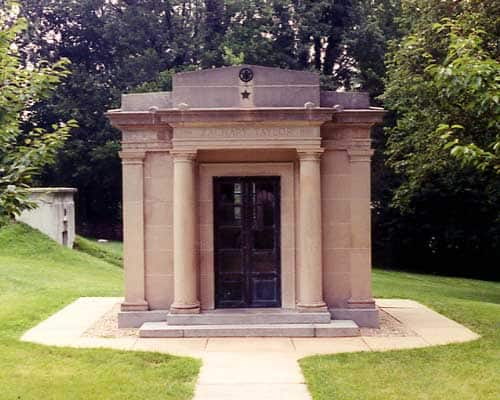1850; Zach taylor tomb