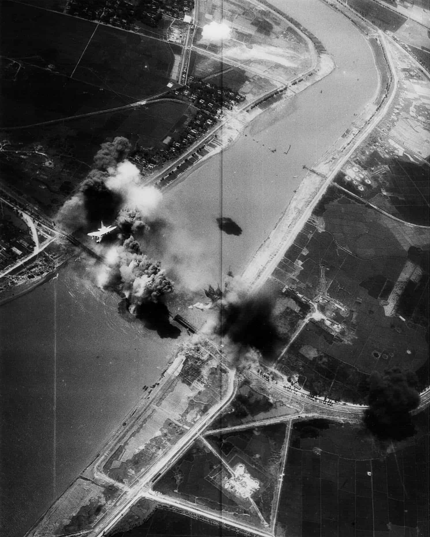 1972; A-7E_VA-195_bombing_Hai_Duong_bridge