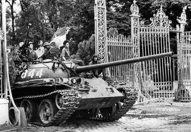 1975-tank_in saigon