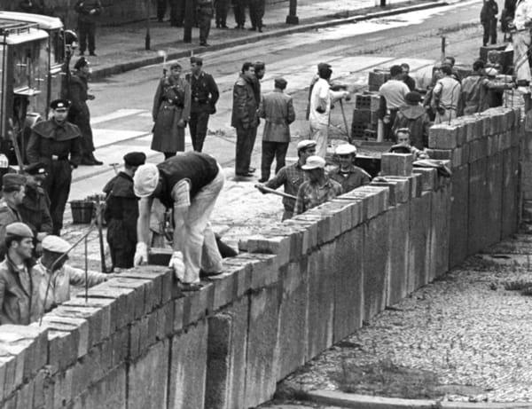 1961; BERLIN WALL