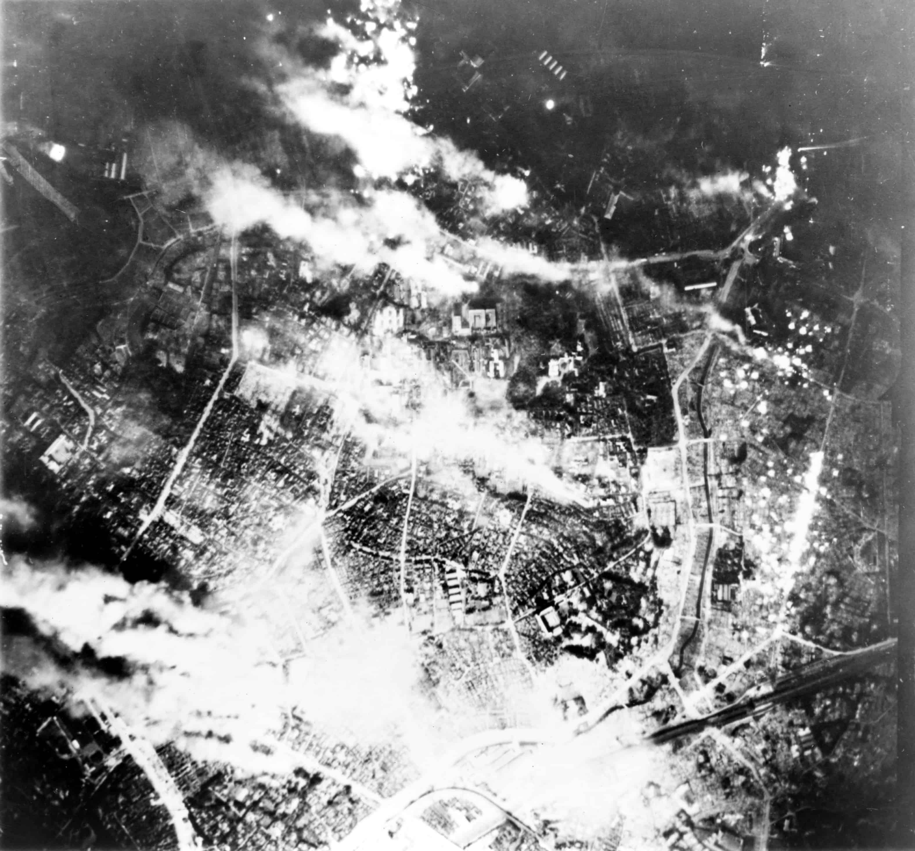 1942; Firebombing_of_Tokyo