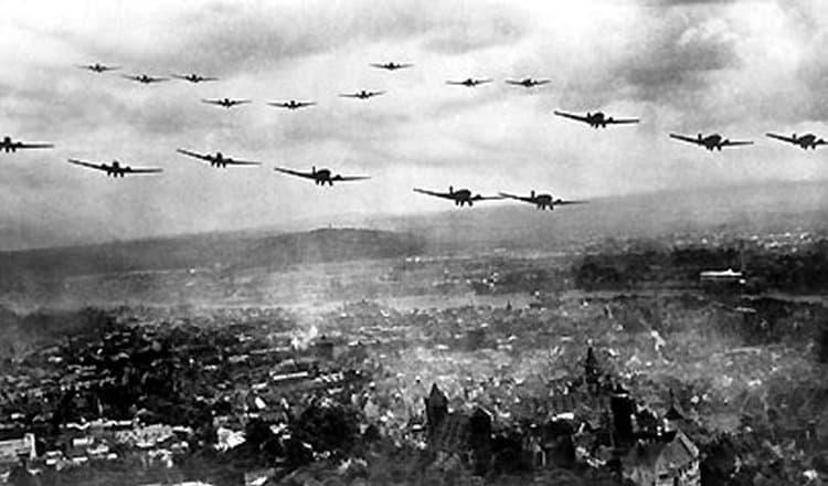 1939; GERMAN INVADE POLAND