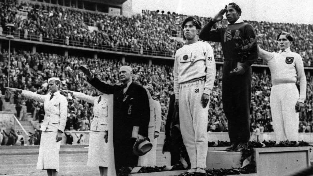 1936; Owens-Medal-ceremony