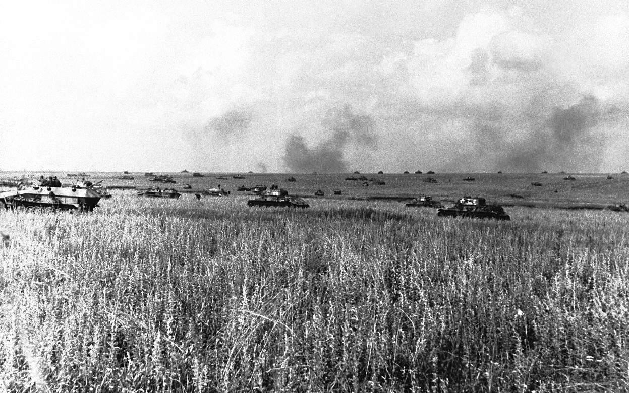 1943; german-panzers-at-kursk