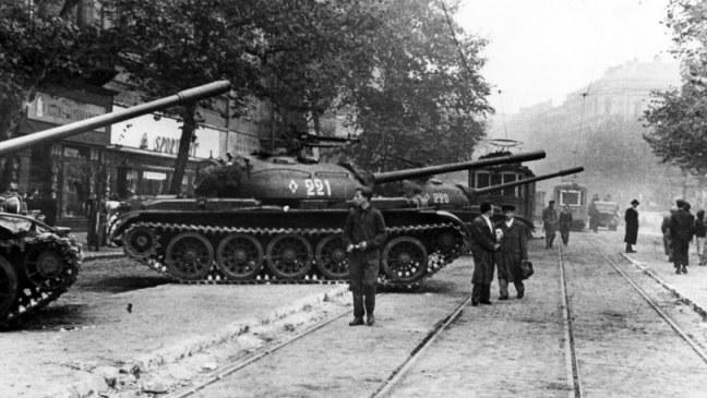 1956; soviet-tanks-crush-hungary-uprising