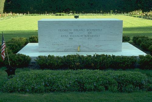 1945; roosevelt grave